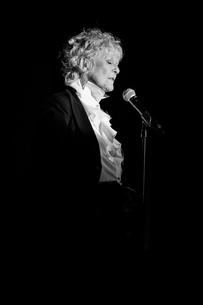 Petula Clark plays in Age Tendre et Tête de Bois tour 2015